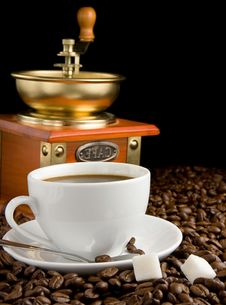 Free Cup Of Coffee, Beans And Grinder Royalty Free Stock Images - 19694169