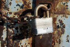 Iron Lock And Rusty Chain Royalty Free Stock Photography