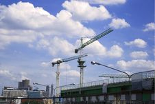 Free Construction Crane Against The Blue Sky Royalty Free Stock Photography - 19703357