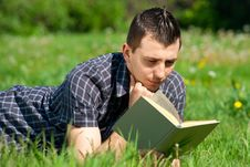 Free Young Man Reading Book Outdoors Stock Photography - 19707182