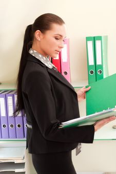 Free Business Woman In Front Of Shelves With Folders Stock Image - 19710901