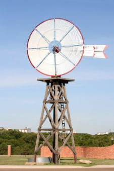 Free Old Fashioned Wind Mill Stock Photos - 19712543