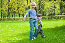 Free Brother And Sister Having Fun Royalty Free Stock Photography - 19714277