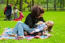 Free Mother With Children Resting Stock Images - 19714334