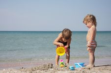 Free Children Playing On Beach Royalty Free Stock Photo - 19718935