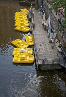 Free Yellow Boats Royalty Free Stock Images - 19720869