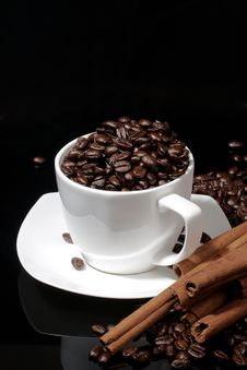 Cup With Coffee Beans On Dark Background Royalty Free Stock Photography