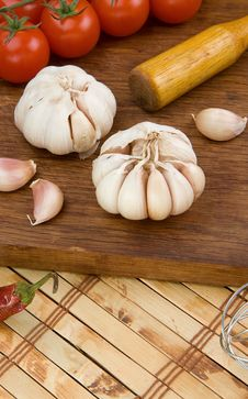 Free Set Of Garlic Nutrition And Healthy Food On Wood Royalty Free Stock Image - 19728696