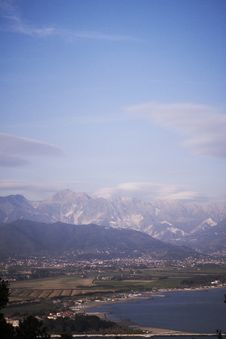 Free View Of The Apuan Alps Royalty Free Stock Image - 19731616