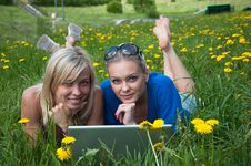 Free Two Girls Student With A Laptop Stock Images - 19732654