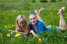 Free Two Girls Student With A Laptop Royalty Free Stock Image - 19732696
