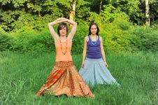 Two Girls Do Yoga Stock Images