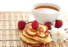 Free Pancakes With Strawberry Royalty Free Stock Image - 19734836