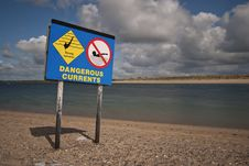 Free Dangerous Currents Sign Stock Images - 19735844