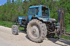 Free Old Tractor On Country Road Royalty Free Stock Photography - 19736777