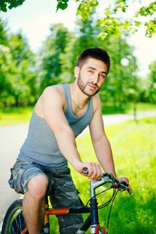 Free Young Man Cyclist Royalty Free Stock Photos - 19738138