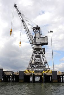 Free Dockyard Crane Royalty Free Stock Photography - 19742387