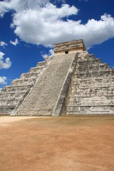 Free Mayan Pyramid In Chitchen Itza Stock Photo - 19755000