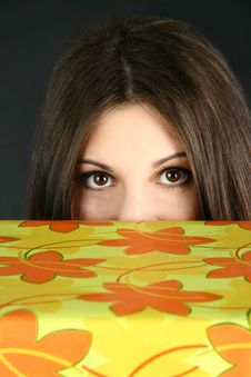 Free Young Woman Peeking Royalty Free Stock Photos - 19759268