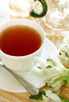 Free Cup Of Tea And Flowers Royalty Free Stock Images - 19768319