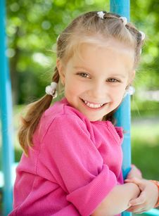 Free Little Girl Smiling Royalty Free Stock Photo - 19778985