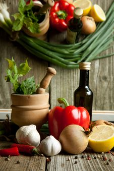 Free Vintage Mortar And Mix Of Vegetables With Reflex Royalty Free Stock Images - 19781159