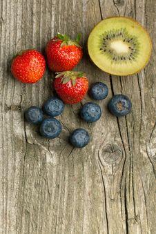 Free Strawberries, Blueberries And Kiwi Stock Photo - 19781230