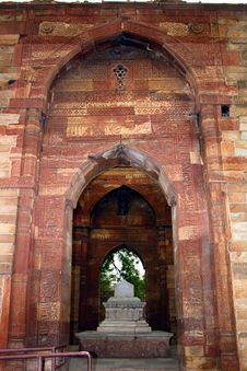 Free Entrance To Iltumishs Tomb At Qutub Minar, Delhi Royalty Free Stock Image - 19781886
