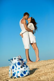 Free Romantic Couple On A Beach Royalty Free Stock Photography - 19793127