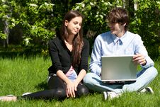 Free Couple Sitting In Park And Using Laptop Stock Photography - 19794462