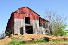 Free Red Barn Royalty Free Stock Photos - 19794948