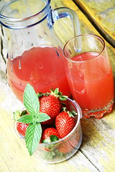 Strawberry Juice And Fresh Strawberries Stock Images