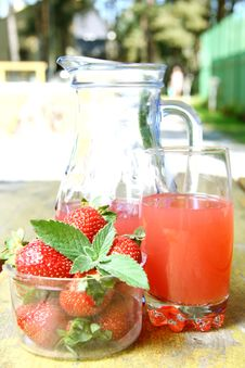 Strawberry Juice And Fresh Strawberries Royalty Free Stock Images