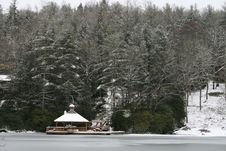 Free Snowy Gazebo Royalty Free Stock Photography - 1988457