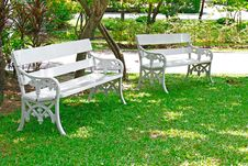 Free White Bench In The Garden Stock Image - 19802411