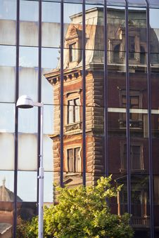 Free Buildings Reflections Stock Photography - 19806082