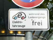 Free Electric Car Sign Royalty Free Stock Photography - 19806877