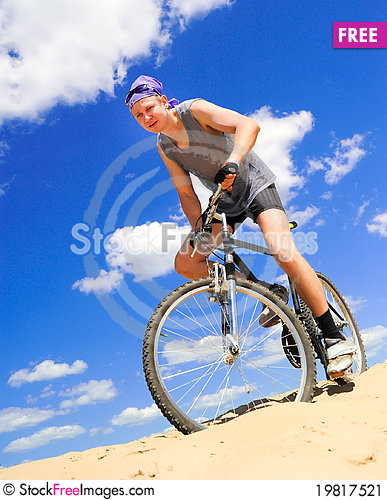 Free Young Men  Riding A Bike Stock Image - 19817521