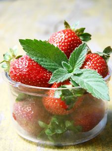 Free Mint Leaf On Fresh Strawberries Stock Photos - 19810083