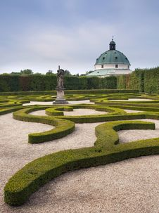 Free Formal Garden Royalty Free Stock Images - 19812539