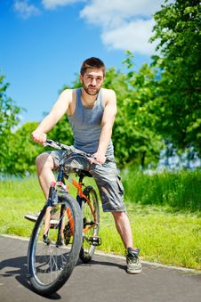 Free Young Man Cyclist Royalty Free Stock Image - 19816686