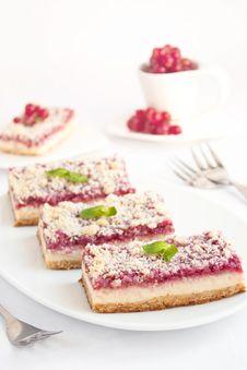Free Raspberries Cheesecake Bars Stock Image - 19818721