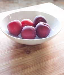 Free Fresh Plums Royalty Free Stock Photography - 19823207