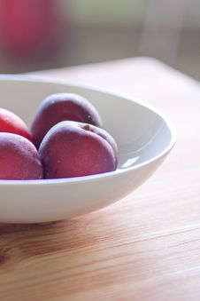 Free Fresh Plums Royalty Free Stock Photography - 19825497