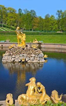 Free Fountains Of Petergof Royalty Free Stock Photo - 19827195
