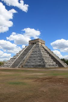 Free Mayan Pyramid In Chitchen Itza Royalty Free Stock Photo - 19829585