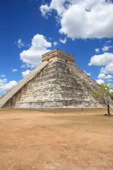 Free Mayan Pyramid In Chitchen Itza Royalty Free Stock Photography - 19829597