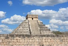 Free Mayan Pyramid In Chitchen Itza Royalty Free Stock Image - 19829626