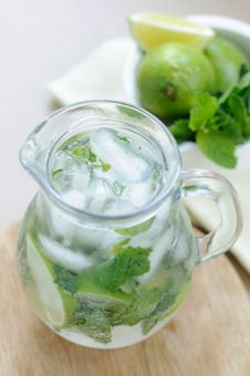 Free Drink With Lime And Mint Royalty Free Stock Photo - 19832795
