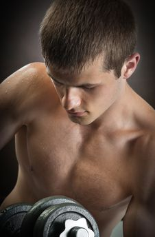 Free Young Man  With  Weights Royalty Free Stock Photography - 19840987